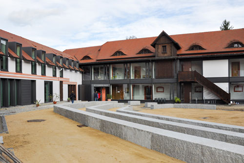 Neubau mit Open-Air Theater in St. Marienthal