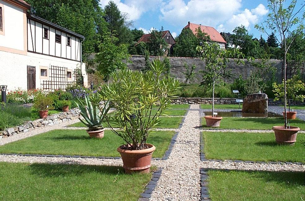 im-garten-der-bibelpflanzen-kloster-ostritz